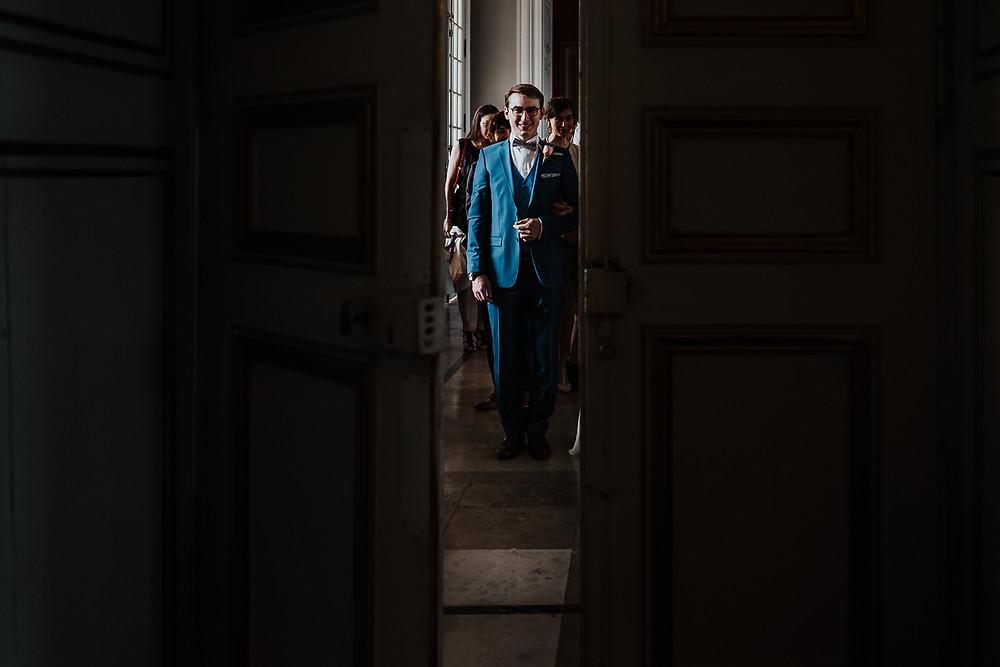 Entrée du marié à la mairie