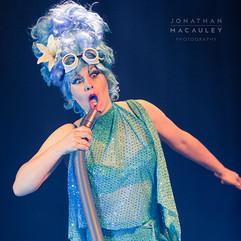 Betty Blue Eyes performs 'Love Sucks'