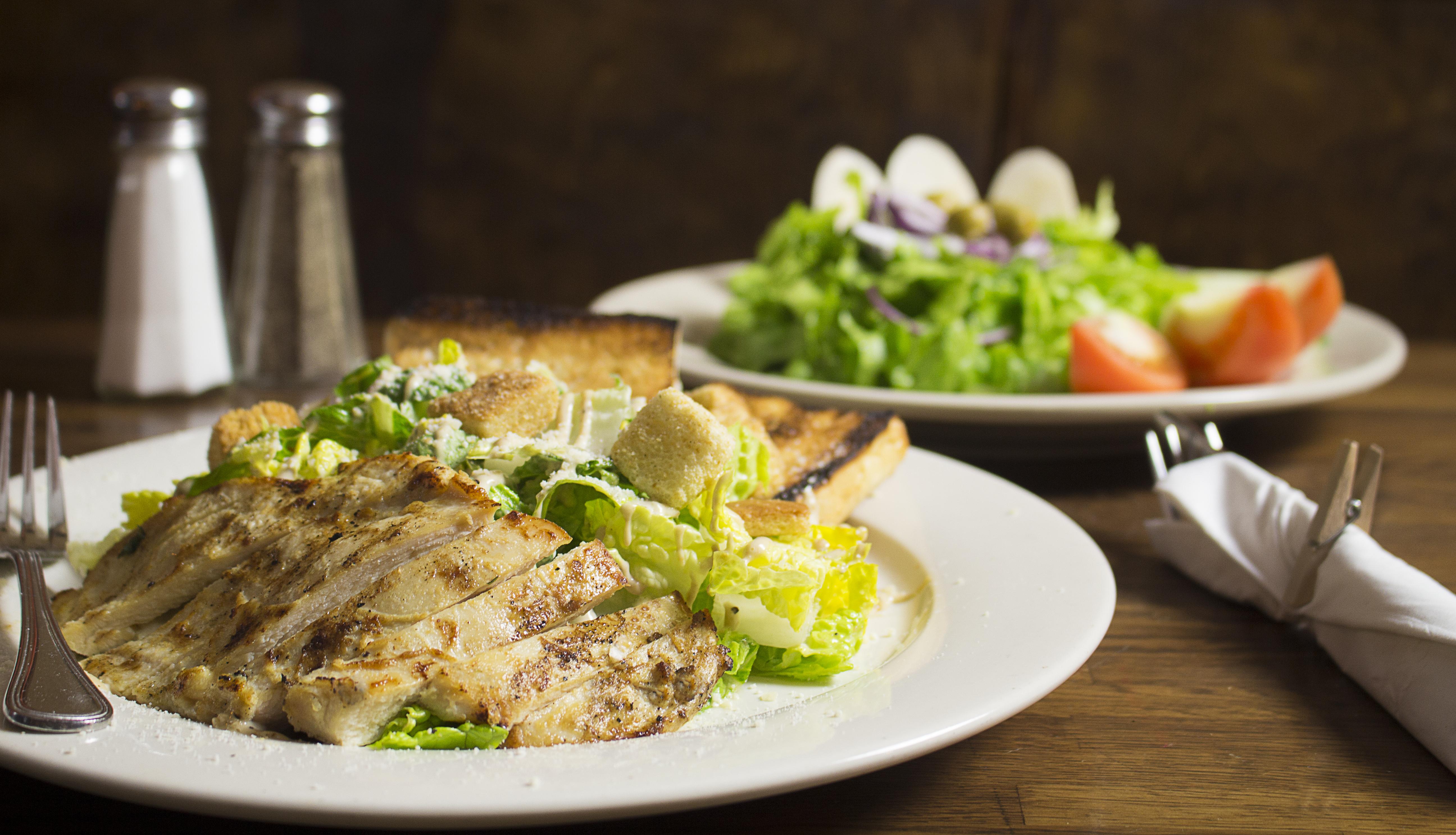 Salada Caesar e Mix