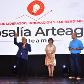 """ULEAM presentó la Escuela de Liderazgo """"Rosalía Arteaga"""""""