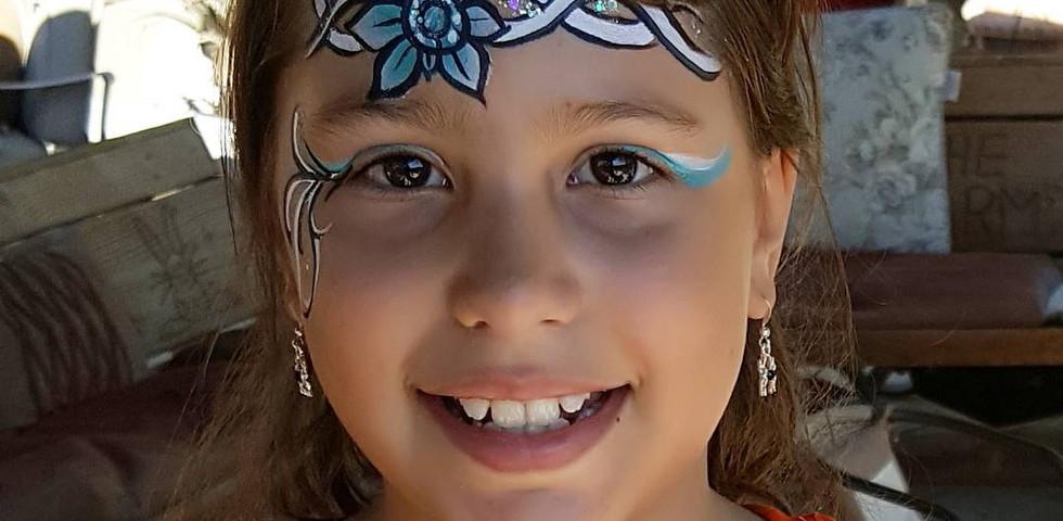 Flower crown facepaint
