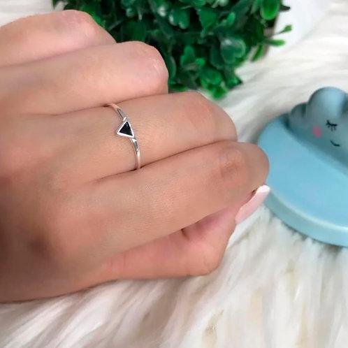 Anel pequeno triangulo preto