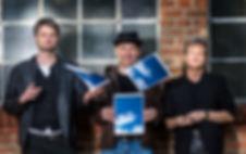 Tiefblau mit Wolken Band Folk-Pop
