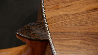 Detail Halsansatz an Korpus