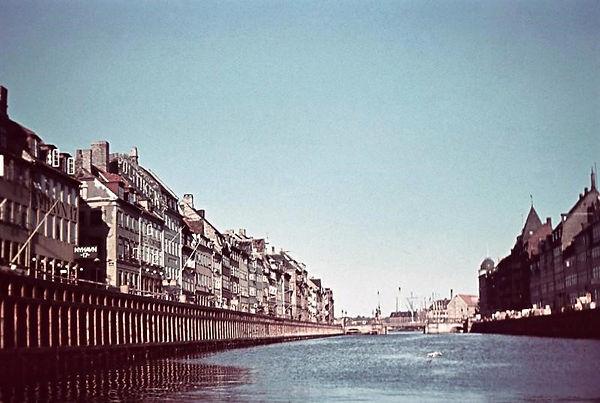 Vue gennem Nyhavn i 1942. Foto: Franz Fisher, Frihedsmuseet