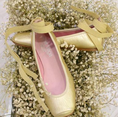 Modelo Bailarina de Punta y Cinta - Oro