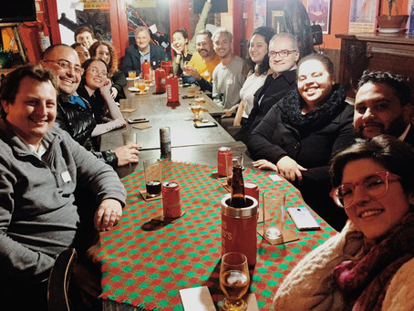 Conversation Club at Watkins' American Saloon em Curitiba