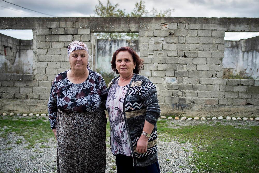Glylije, y Florije. Veinte años viudas en Krusha e Madhe.