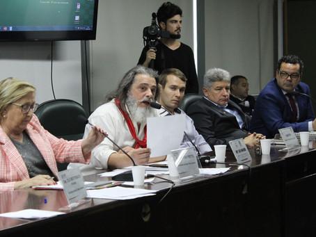 Audiência pública aponta para o fim do uso e comercialização do herbicida 2,4D no Estado