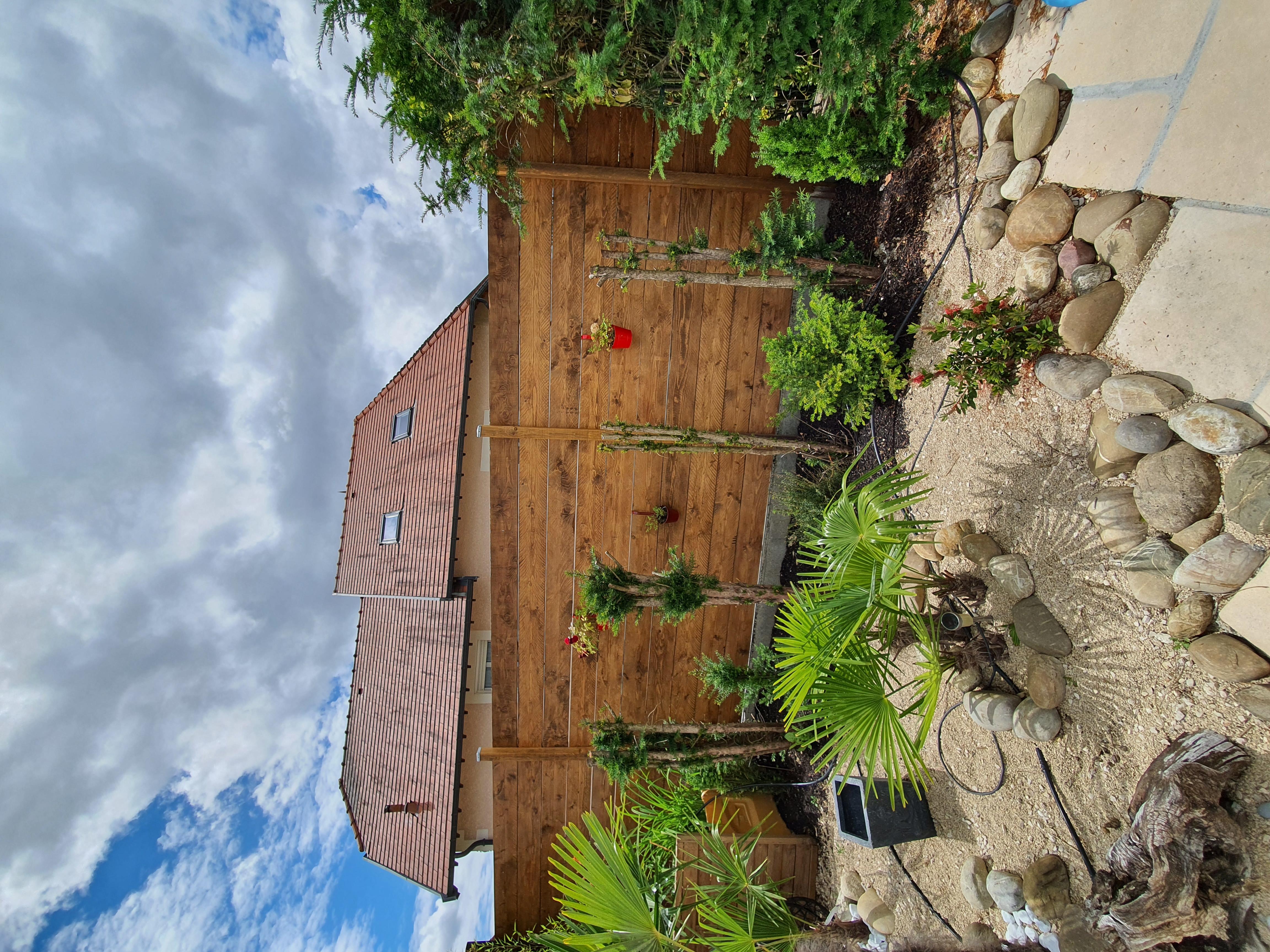 Palissade en bois et aménagement paysager
