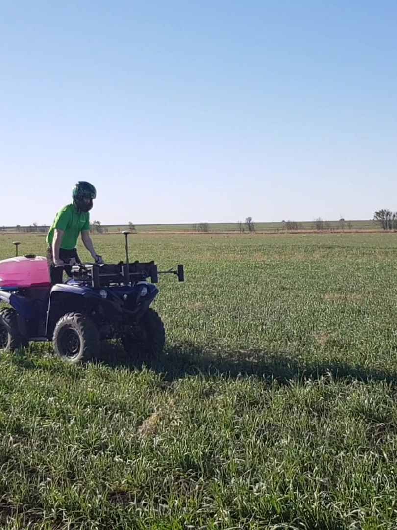 Autoweed green-on-green sprayer