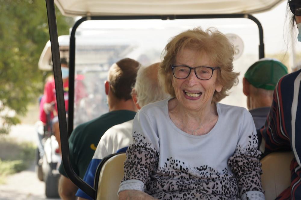 קיבוץ ניר דוד מזמין קשישים לטיול ברכב גולף בפארק המעיינות ללא עלות לתקופת הקורונה