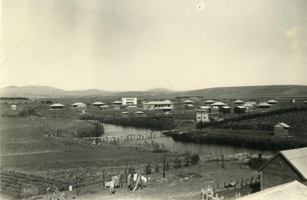 הקיבוץ עובר לגדה הצפונית כשנה וחצי לאחר הקמתו משיקולים ביטחוניים ותברואתיים בהמלצת הרשויות דאז. 1939