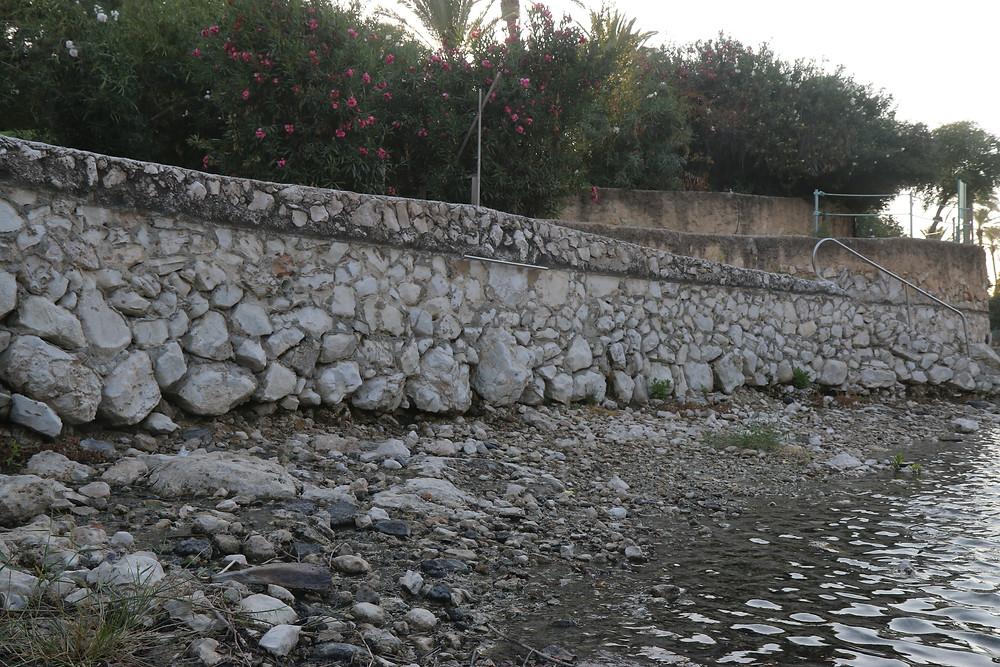הבריכה המרכזית בגן השלושה ״הסחנה״. בכל חורף פותחים את הסכרים ומרוקנים את המים לצורכי ניקיון ותחזוקה. גובה המים יורד בכמעט שני מטרים.