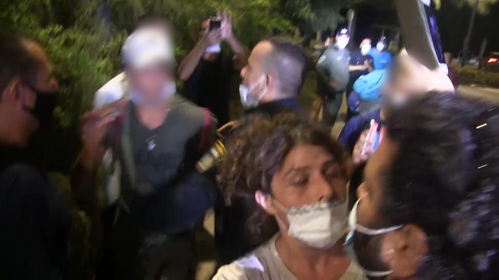 מפגינים פורצים באלימות לקיבוץ בשעת לילה