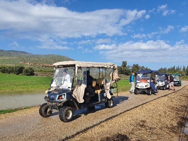 תיירות ניר דוד תרמה קלאבארים לחוג ״רוכבי המעיינות״ לטיול חוויתי בפארקהמעיינות