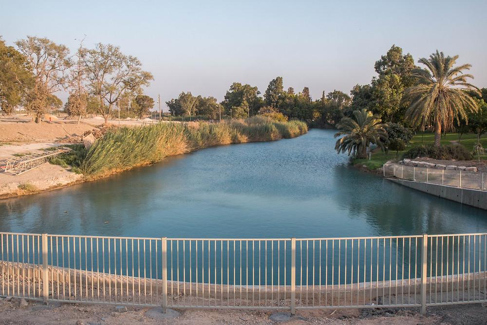 הגשר החדש מעל הנחל. הגשר נבנה כחוק בכפוף לכל ההיתרים והאישורים.