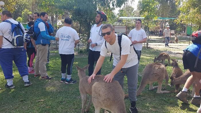 קיבוץ ניר דוד מארח את ״רוכבי המעיינות״ בגן החיות האוסטרלי ״גן גורו״