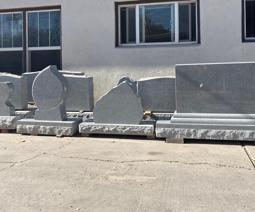 in stock headstone teardrop, boulder, cu