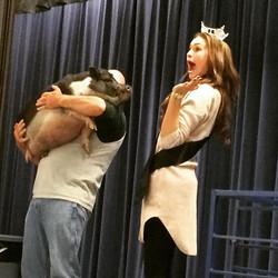 Miss Arizona kissed a pig! And she liked it! #schoolfundraiser #kissapig #potbellypig #pig #missariz