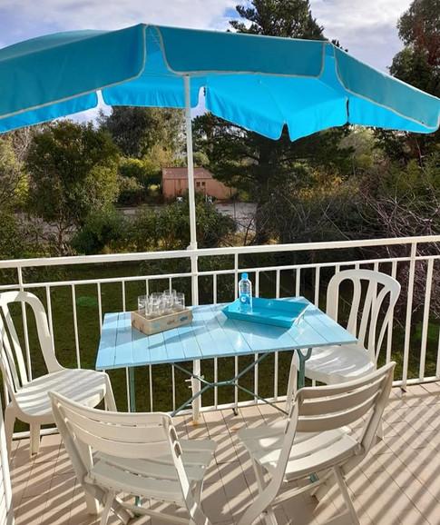 Table balcon côté jardin