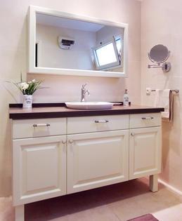 ארון אמבטיה בסגנון אנגלי בגימור צבע אפוקסי מט