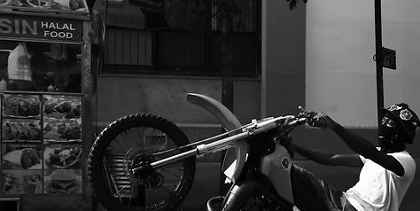 Moto Mukti_Wheelie Blank.png
