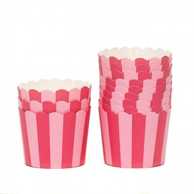 12-raspberry-candy-stripe-baking-cups-8a7
