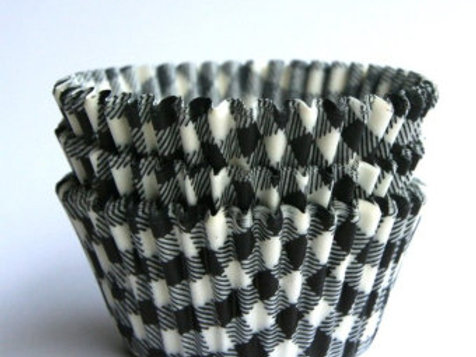 BLACK AND WHITE STANDARD CUPCAKE LINERS
