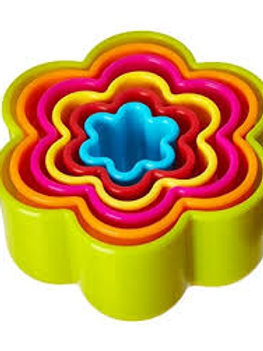 6 Cookie/ Biscuit cutters flower shape