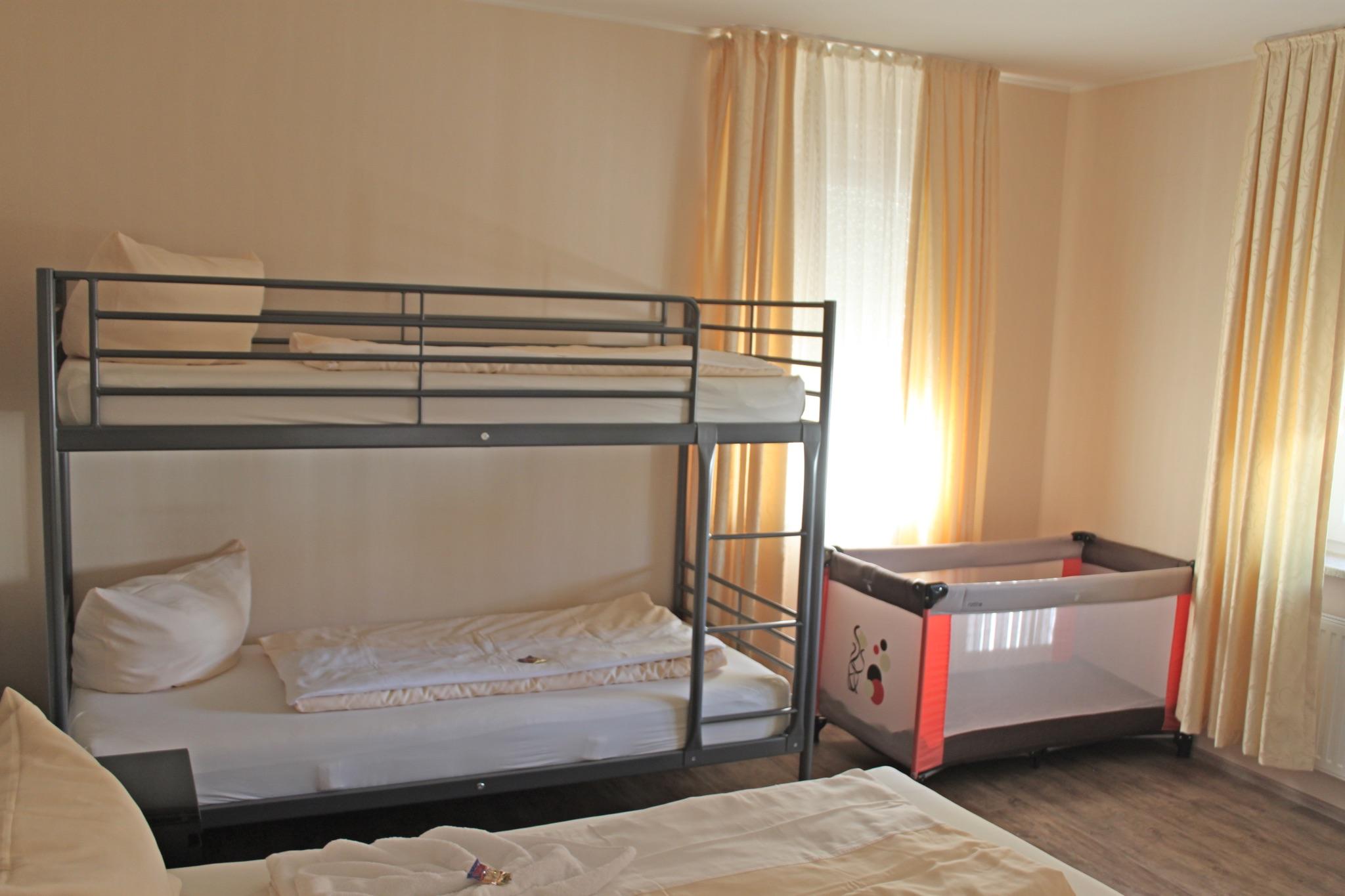 Schlafzimmer / Kinderbetten
