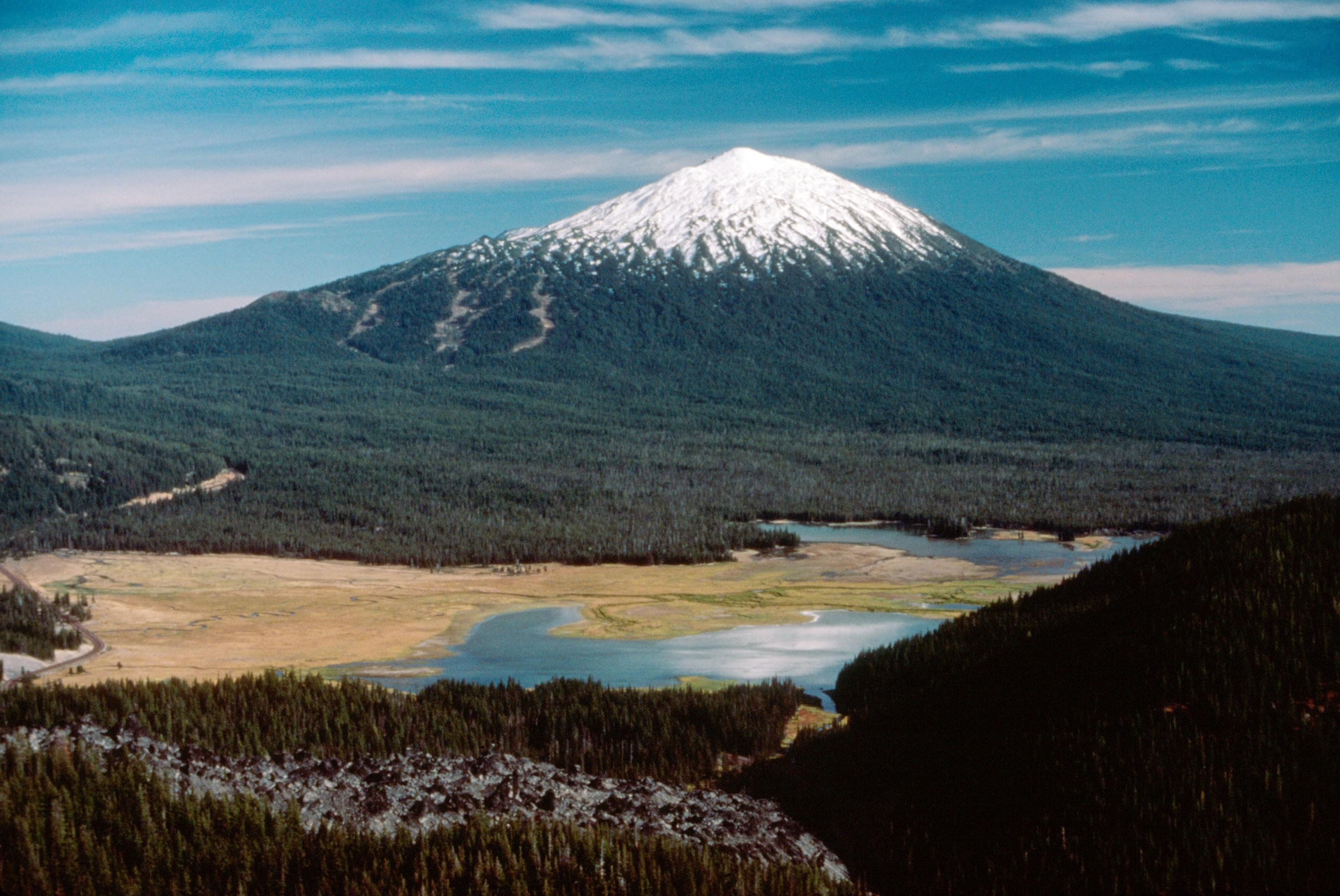 Mount_Bachelor near Bend Oregon.jpg