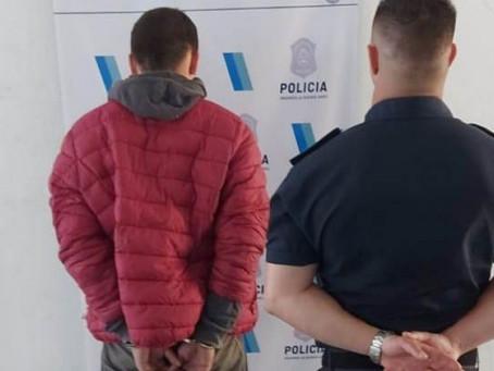 Detienen a delincuente que intentó robar las pertenencias de una camioneta frente al Nuevo Quilmes