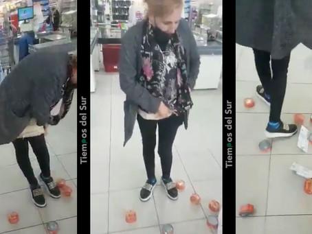 Insólito: robó 27 latas de atún y se indignó con los empleados del supermercado