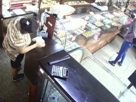 Berazategui: delincuentes armados asaltaron una panadería en cuestión de segundos