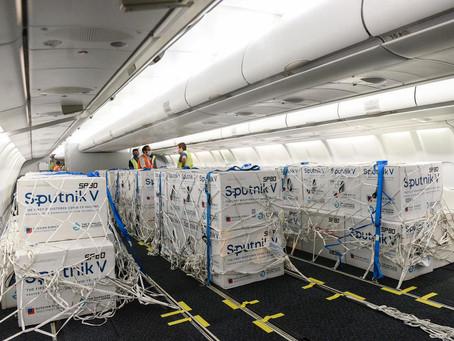 Llegó a Ezeiza el undécimo vuelo de Aerolíneas a Moscú con casi 500 mil dosis de la vacuna Sputnik V