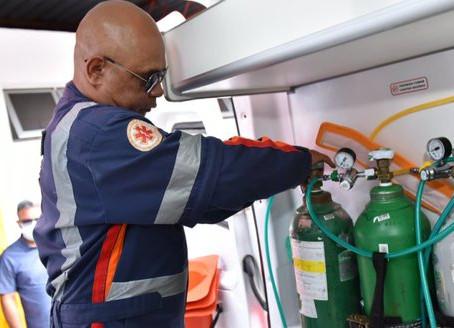 Pese a no tener relaciones diplomáticas con Brasil, Maduro envió tanques de oxígeno a Manaos