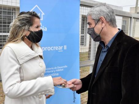Ferraresi entregó viviendas en Desarrollo Urbanístico de Procrear en Merlo