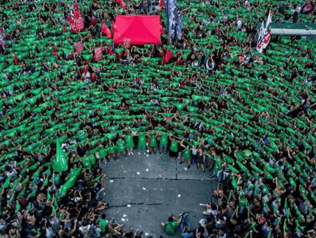 """""""#19F"""" y """"#AbortoLegal"""" son tendencia en las redes por el pañuelazo verde que vuelve al Congreso"""
