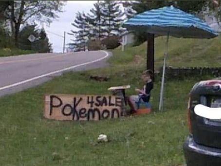 Vendía su colección de cartas Pokemón para salvar al perro, se viralizó y la compañía lo sorprendió