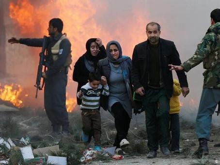 Estremecedoras imágenes: mueren ocho personas tras ataques con 28 cohetes en Kabul