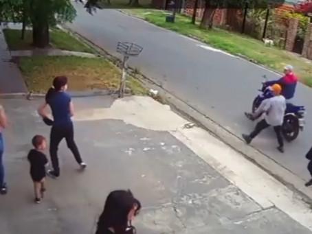 Lanús: nene quedó en medio de asalto motochorro y vio cómo golpeaban a su mamá
