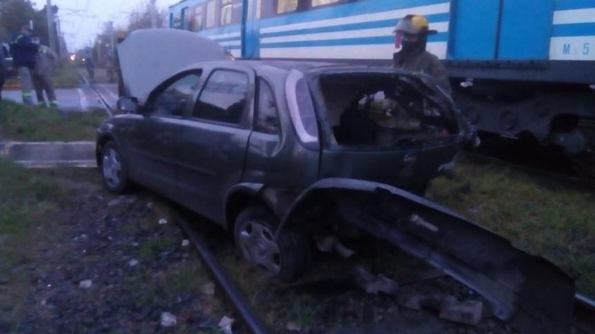 Delincuentes robaron una casa de Solano y cuando escapaban los embistió el tren
