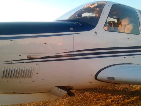 Atacan a tiros a un empresario en el aeródromo de Berazategui y balean su avioneta