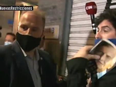 Macri fue abucheado en Córdoba y sus custodios agredieron a un cronista