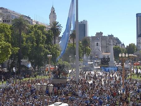 El velatorio de Maradona se extendió hasta las 19 y luego habrá un cortejo hasta Bella Vista