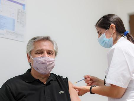 Alberto Fernández recibió la primera dosis de la vacuna Sputnik V