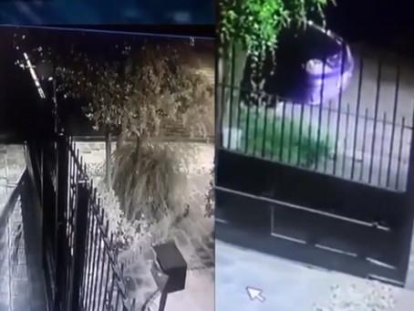 Dramático video: comando sorprendió a familia cuando abría el portón, los golpearon y les robaron