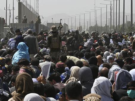 Un muerto por un tiroteo en el aeropuerto de Kabul en medio de las caóticas evacuaciones