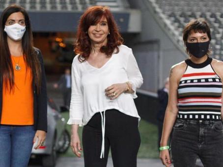 Mayra Mendoza junto a Alberto Fernández, Axel Kicillof, Máximo y Cristina Kirchner en La Plata